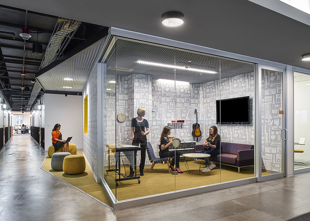 Commonwealth mccann mod interiors for Modern tech office